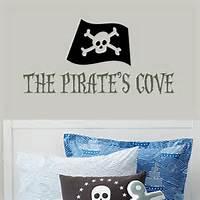 pirate avec drapeau noir